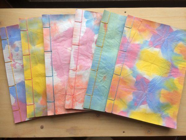 折り染めの表紙の和綴じ製本