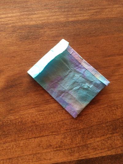 折り染めでつくった小さな袋
